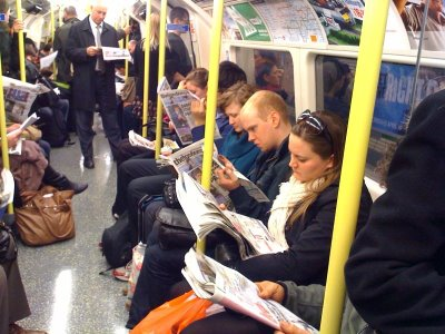 reading-newspapers-on-the-underground