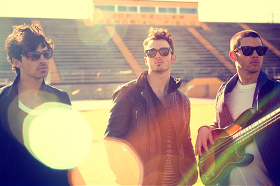 "Jonas Brothers – ""Pom Poms"": Music Video and Song Review"