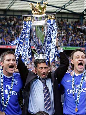 Jose Mourinho celebrating Chelseas league title with Frank Lampard and John Terry