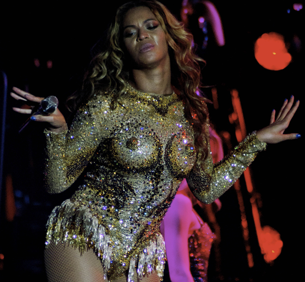 Mrs. Carter tour's provocative nipple bodysuit