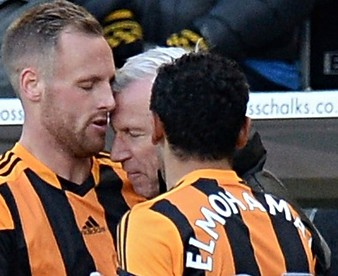 Alan Pardew clashes with David Meyler