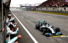 Three in a row for Hamilton