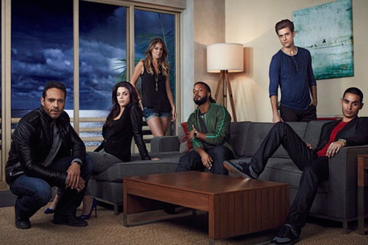 Also, Graceland's cast is on a whole new level of 'pretty people'.